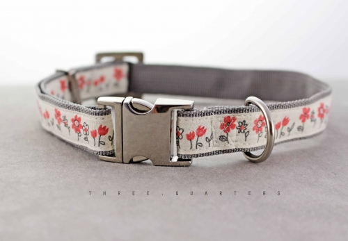 Dog collar in beige / nature with flowers in red
