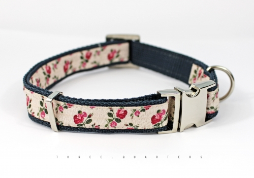 Dog collar with roses, webbing in dark blue, 20mm width