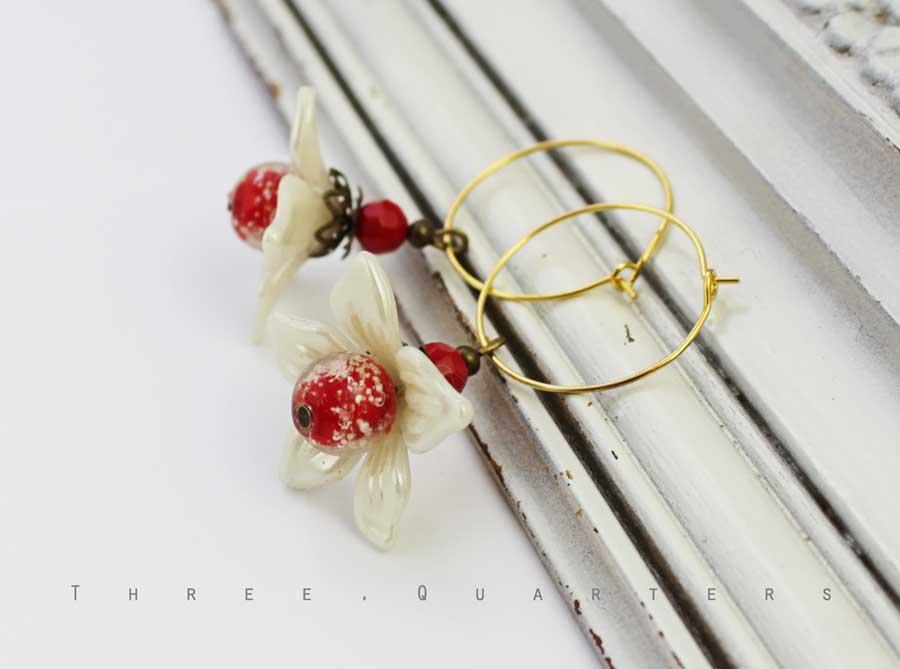 Three-Quarters - Ohrringe, Blüten, Creolen, Perlmutt, rot, weiß ...