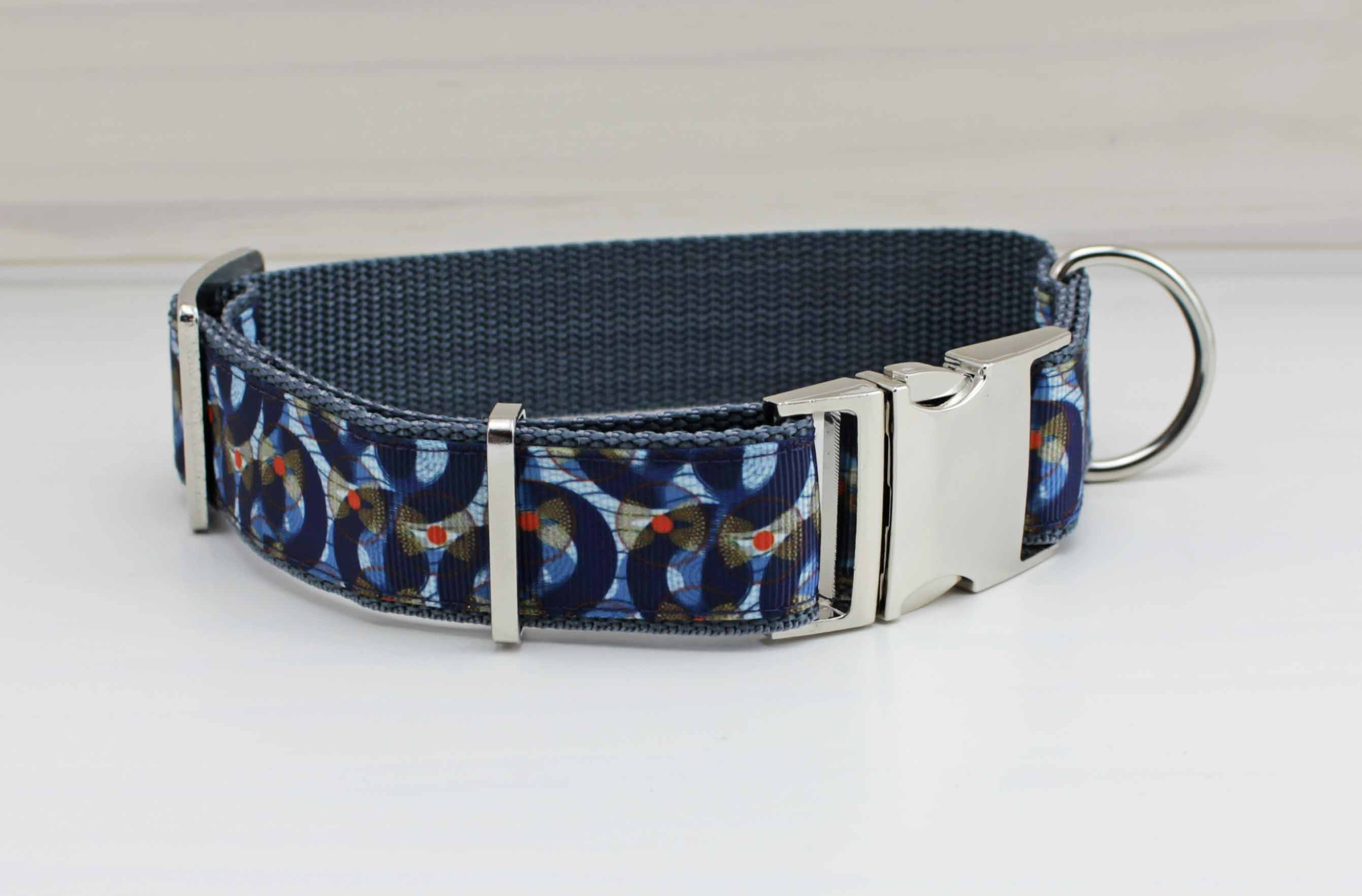 Three Quarters Hundehalsband mit Muster, abstrakt